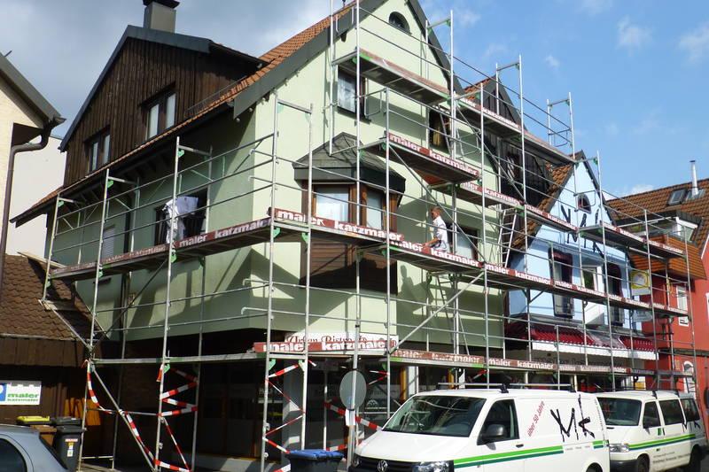 Gerüstbau und Fassadengestaltung am eigenen Malerfachgeschäft August 2016