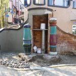 Verputzarbeiten einer Wand am Hundertwasserhaus in Plochingen