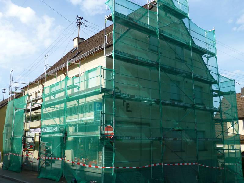 Gerüstbau und Fassadensanierung an einer Bäckerei in Plochingen